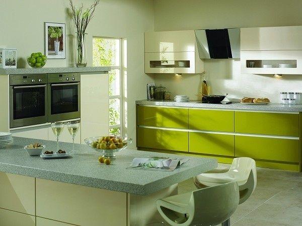 Яскравий, модний оливковий колір в інтер`єрі кухні