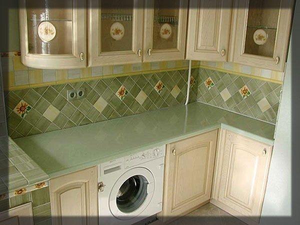 Плитка оливкового кольору на кухні