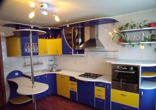 синьо жовта кухня