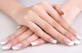 Камені на нігтях Фото