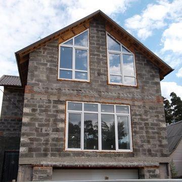 Огляд бюджетних проектів будинків з арболіта