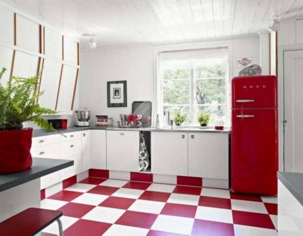 червоний холодильник на білій кухні