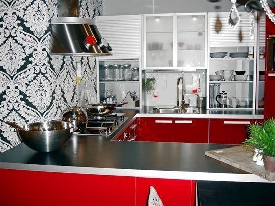 Червоний колір в інтер`єрі кухні фото