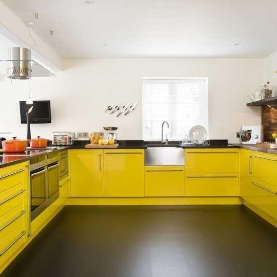 Кухня жовтого кольору