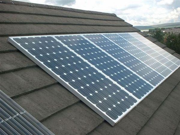 Сонячні панелі на даху