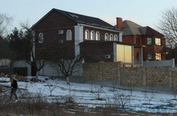 У новому будинку Білик вже тече дах фото - новини шоу бізнесу - ми знайшли справжній будинок Ірини Білик за 200 тис Її охороняють 9 чоловіків, а в сусідів - Гапчинська